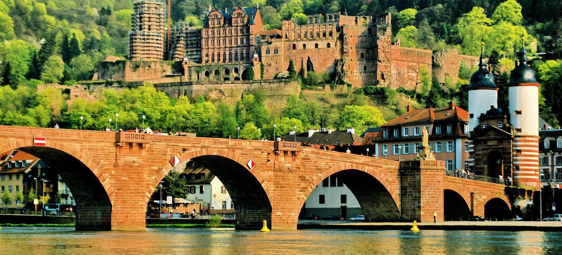 Rivière Necker et le Fort à Heidelberg en Allemagne