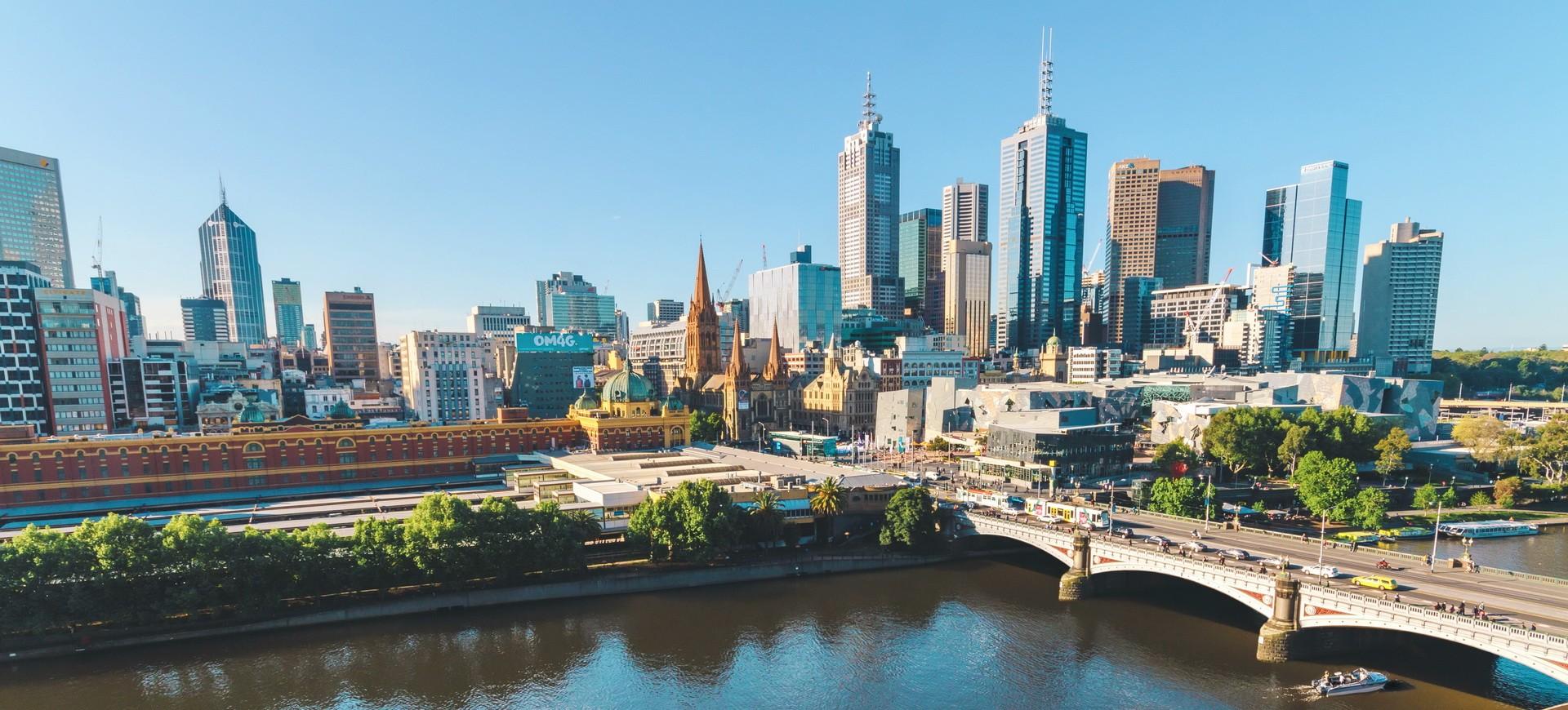 Rivière Yarra et Gratte-ciel à Melbourne