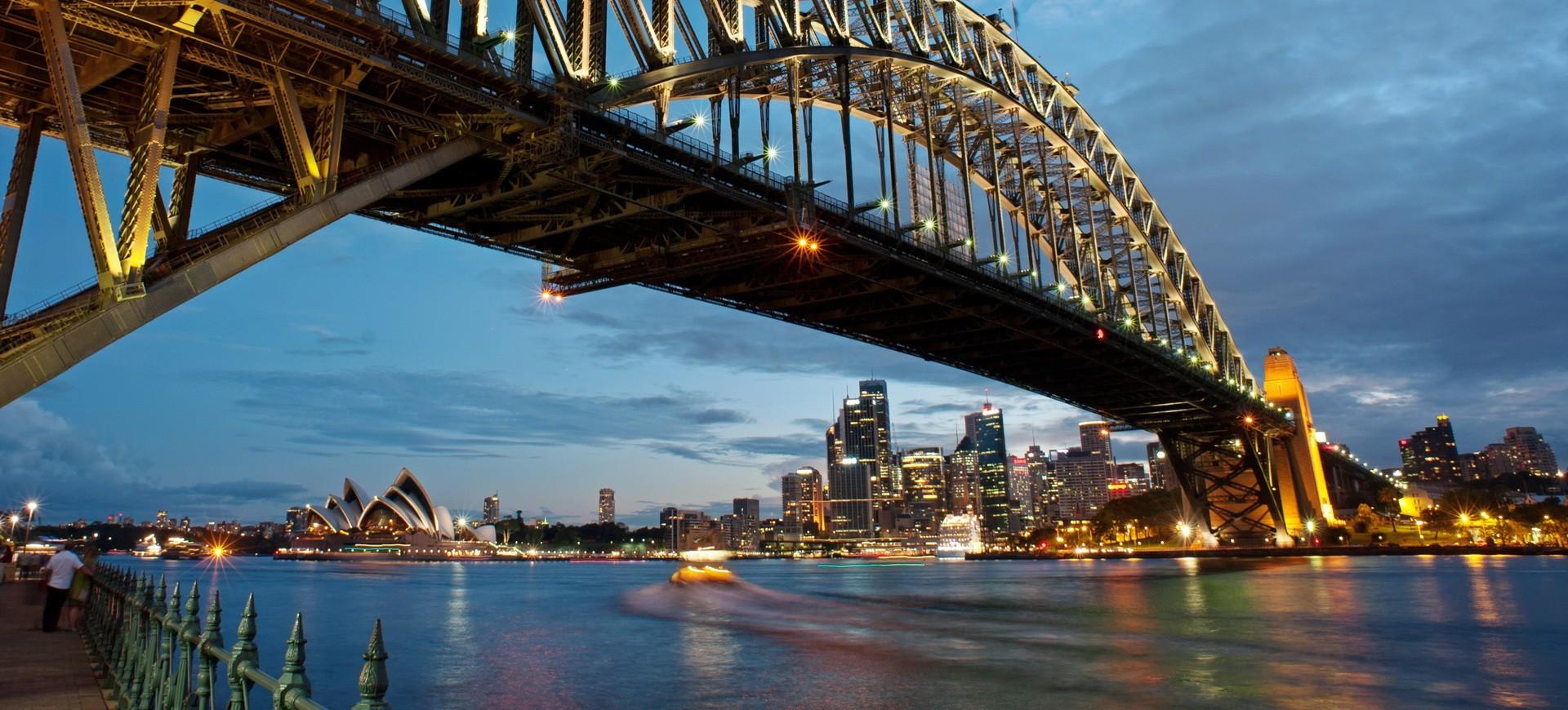 Sydney Harbour Bridge by night en Australie