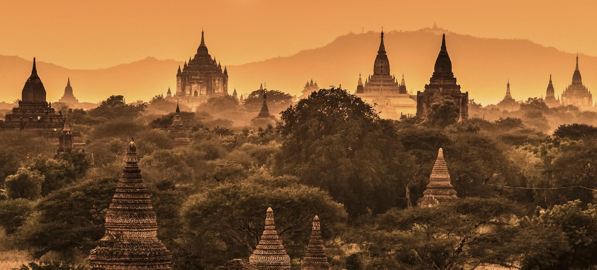 Pagodes Bouddhistes à Pagan en Birmanie