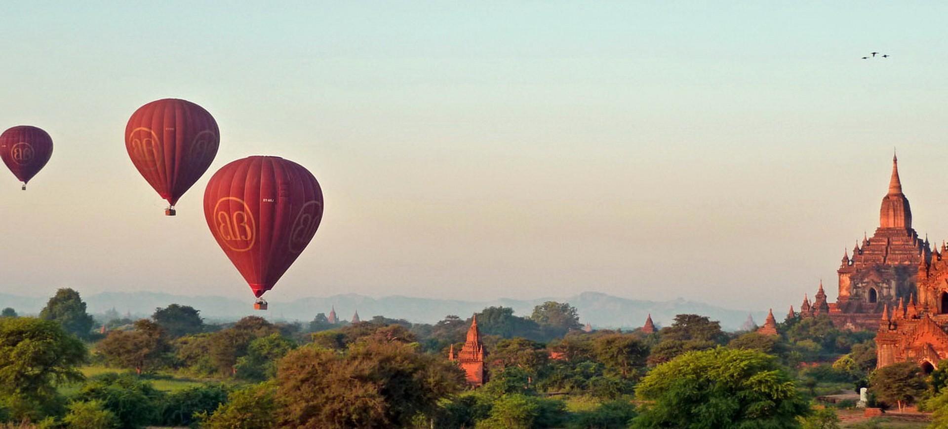 Birmanie Pagan Temples et Stupas et Mongolfières