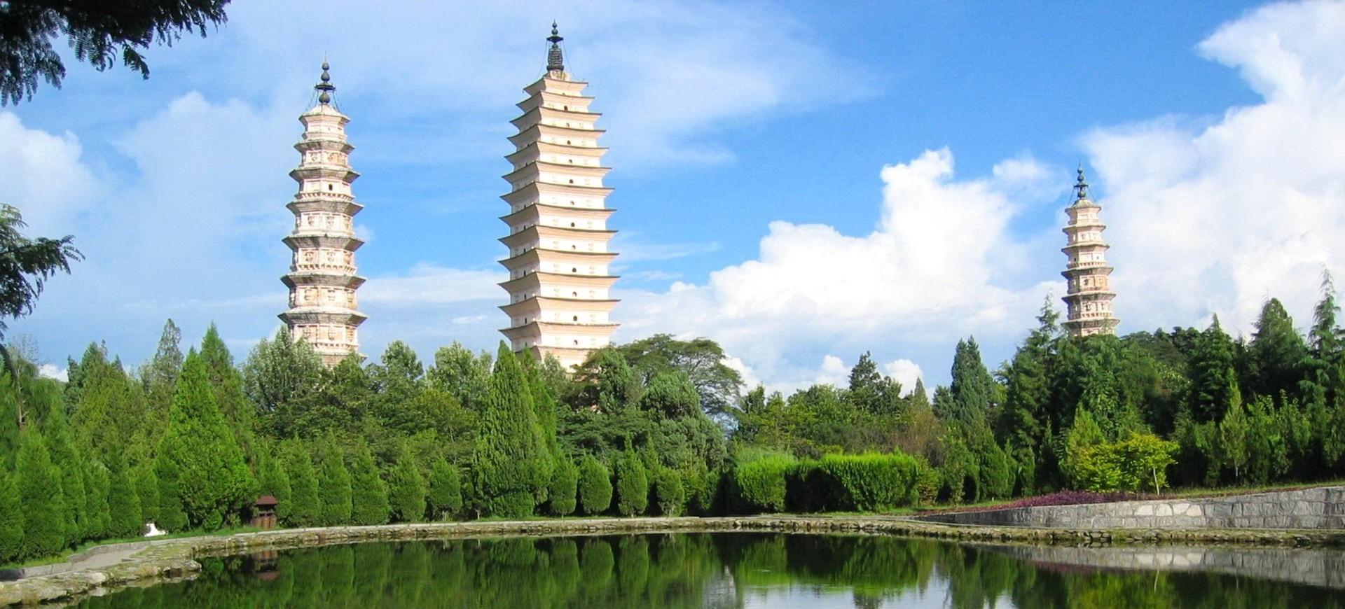 Les 3 Pagodes et Lac Erhai à Dali dans le Chine Yunnan