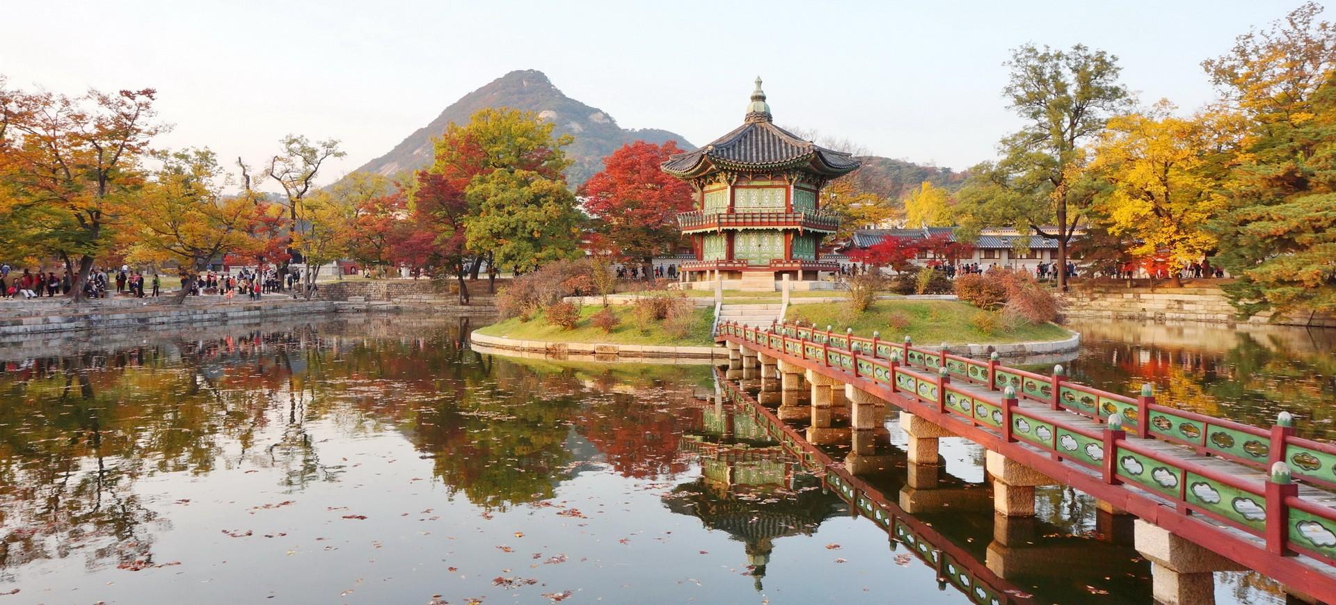 Pavillion Hyangwon Jeong dans la Gyeongbokgung Palace à Séoul en Corée du Sud