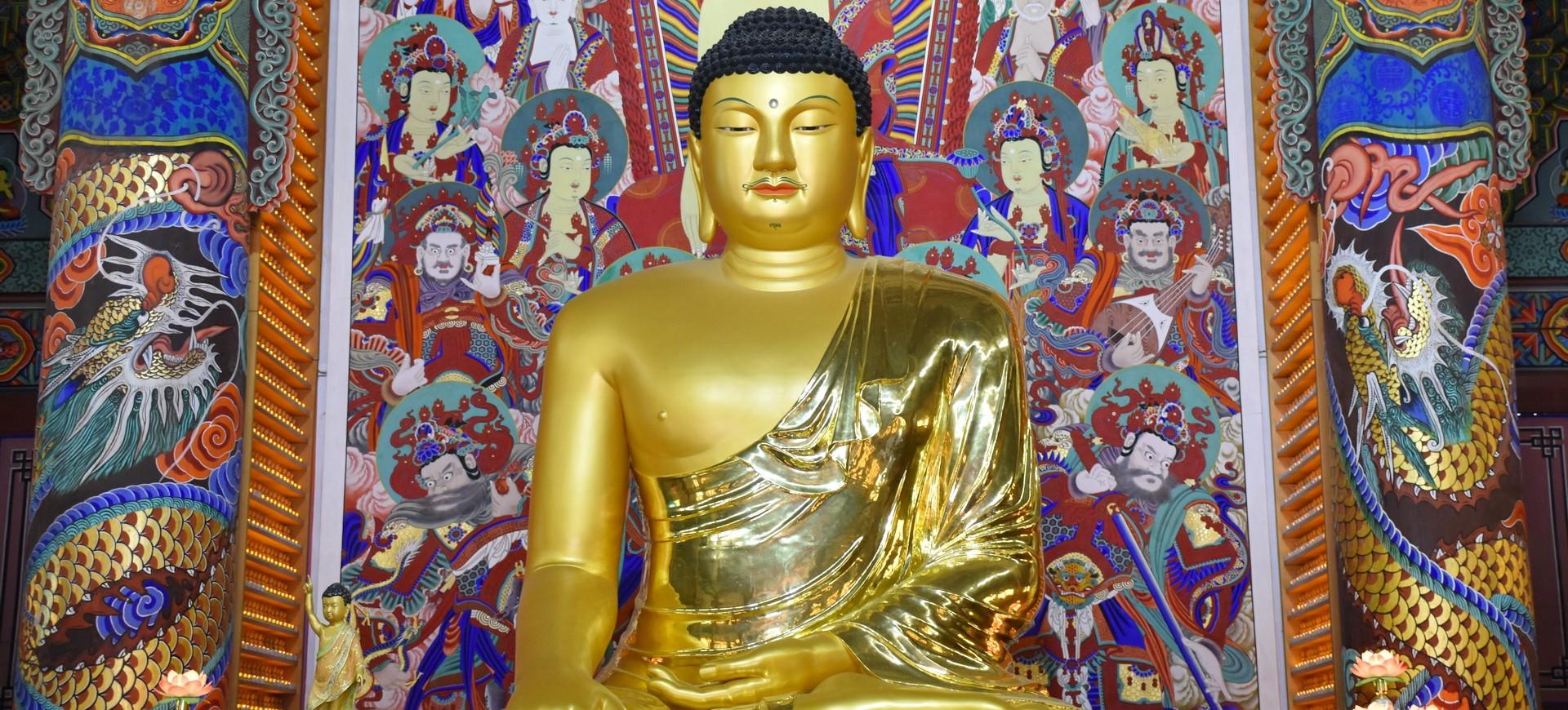 Statue du Bouddha dans le temple Pyeongchang Wolijeongsa en Corée du Sud