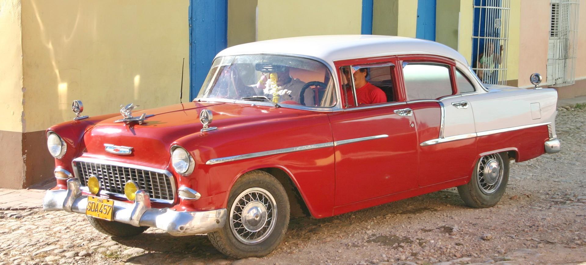 Une vieille voiture américaine à Trinidad