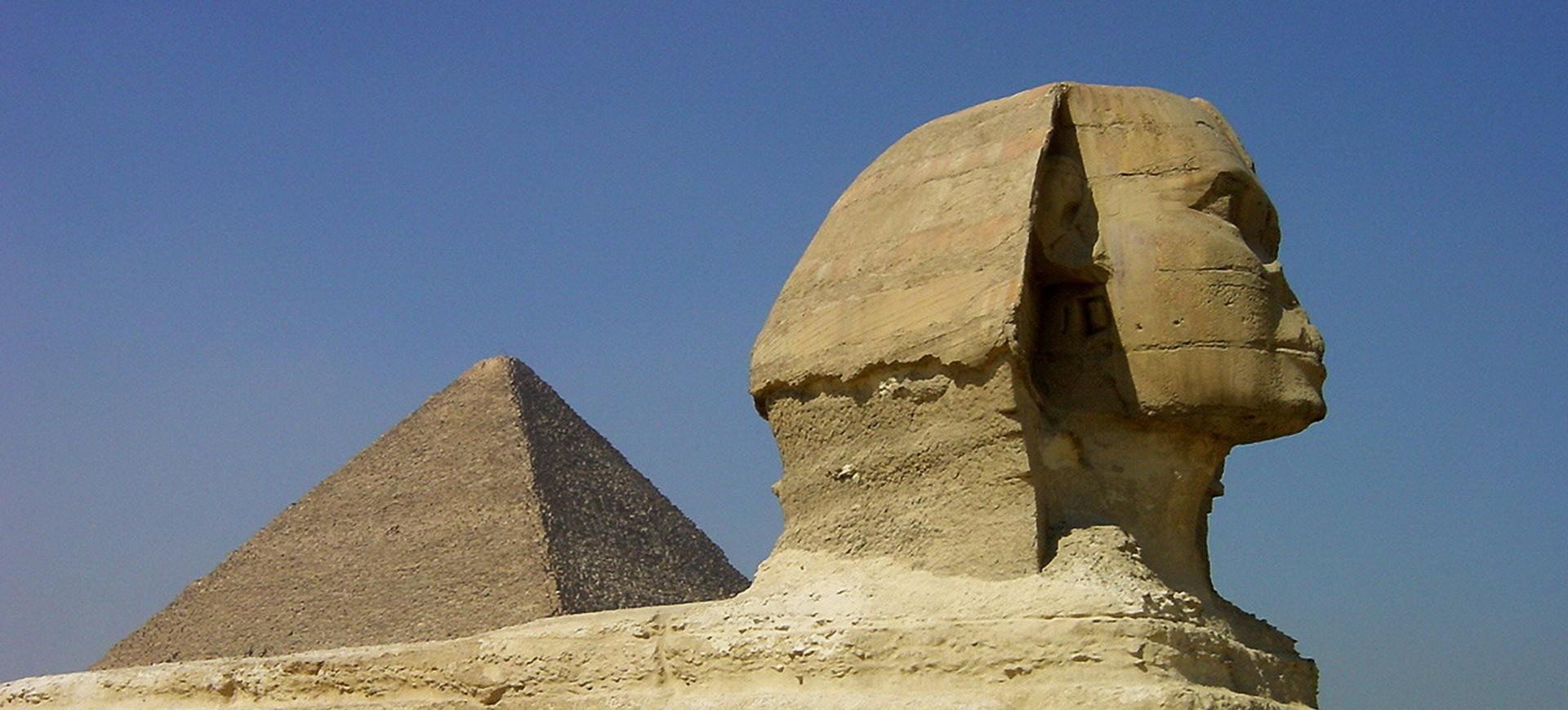 Pyramide et Sphyinx à Guizeh au Caire en Egypte