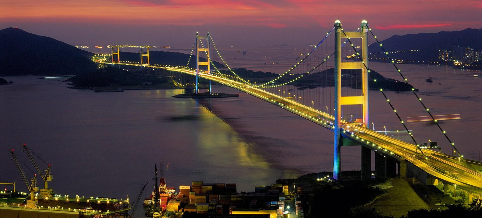 Hong Kong Pont by night