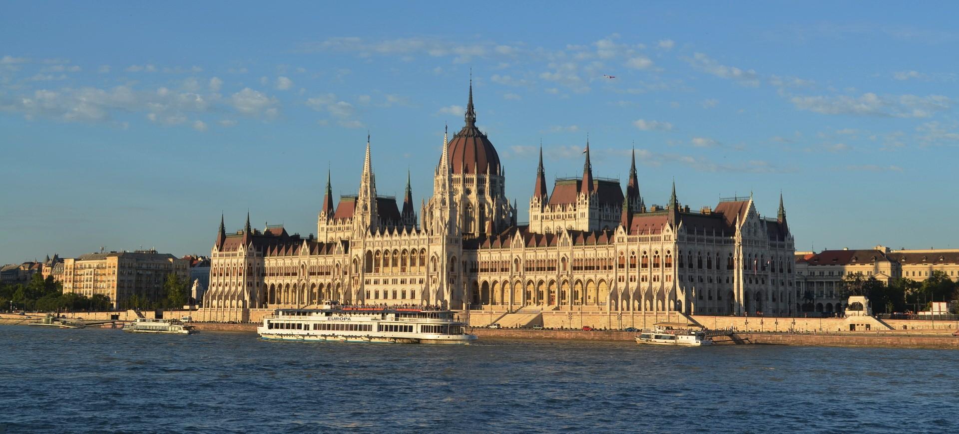 Hongrie Budapest Le Parlement et le Danube by ZB