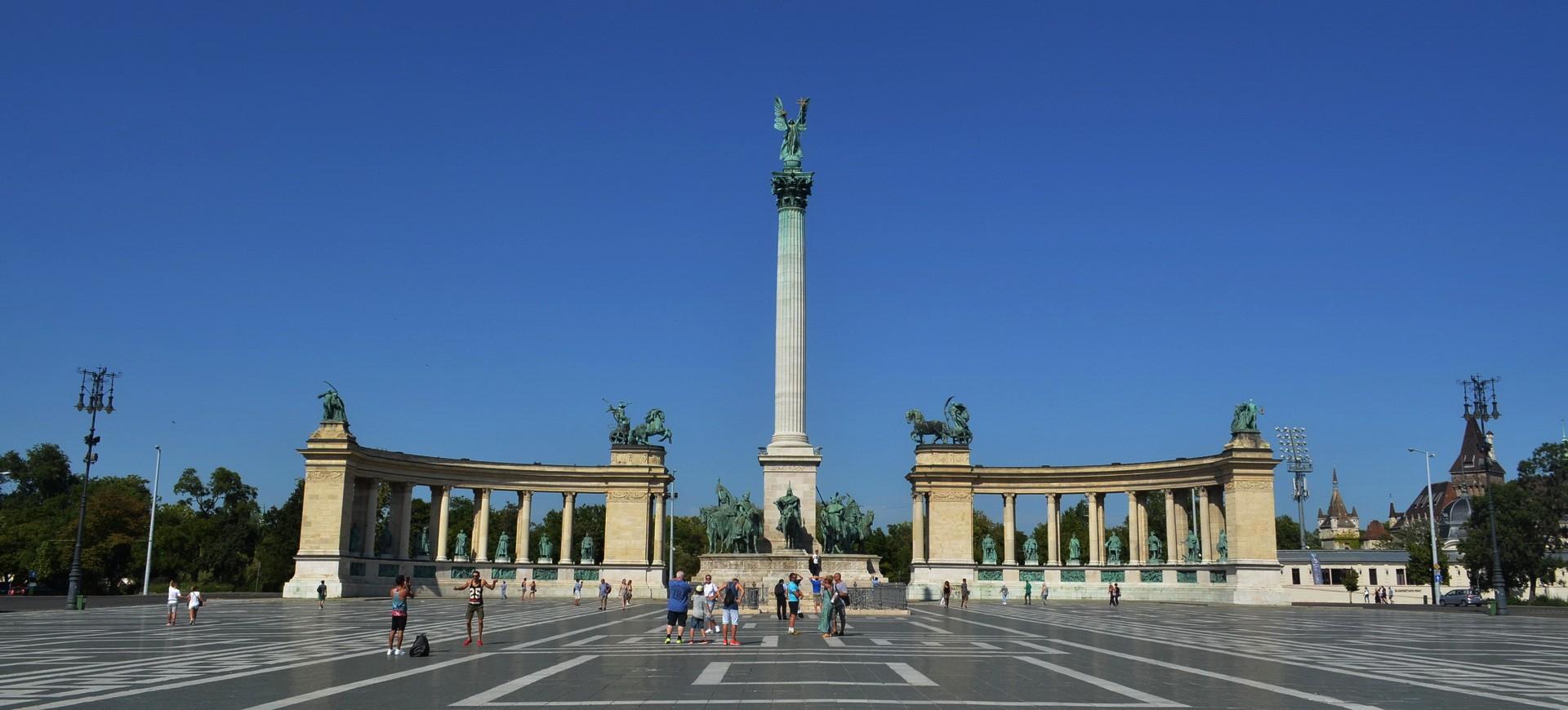 Hongrie Budapest Place des Héros by ZB