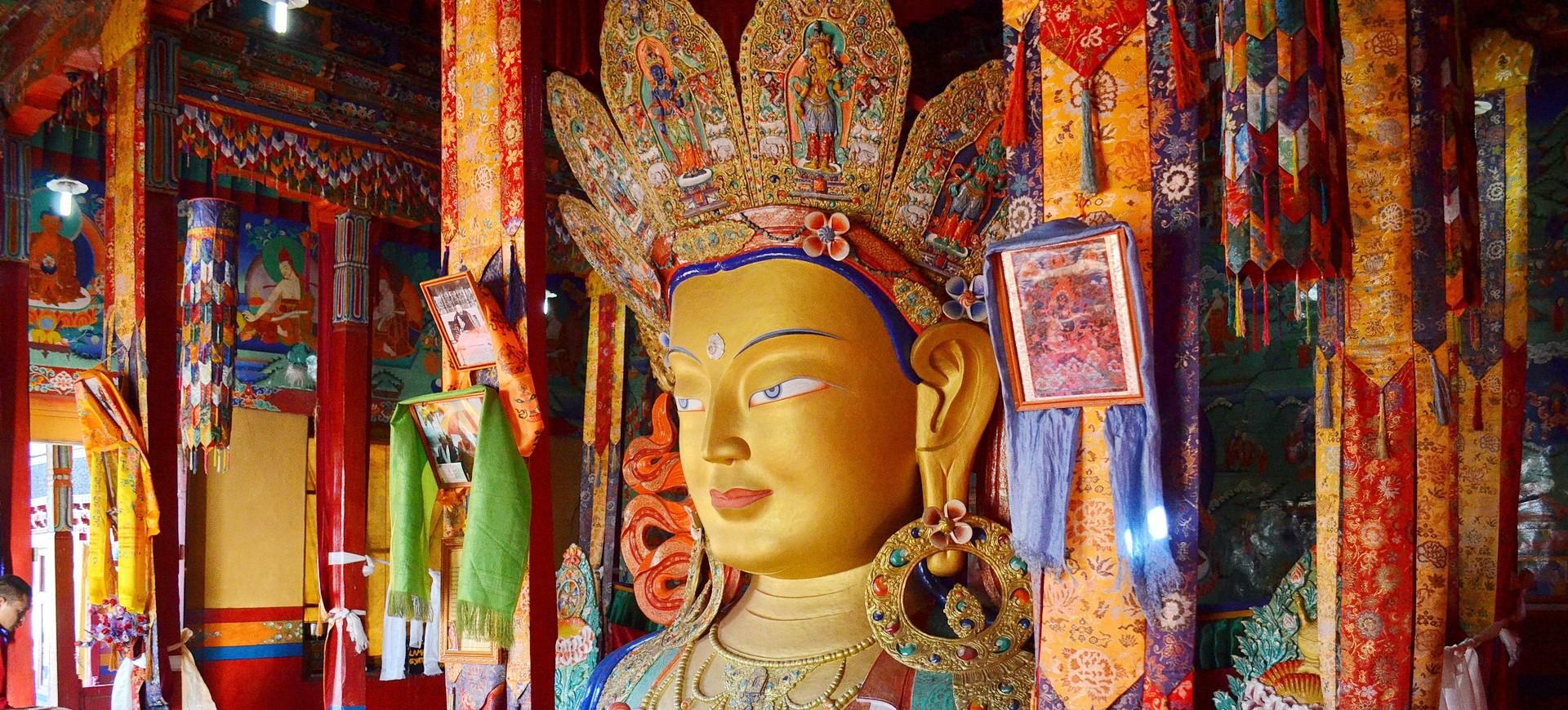 Statue de Bouddah dans le Monastère Bouddhiste à Thiksey à Leh au Ladakh