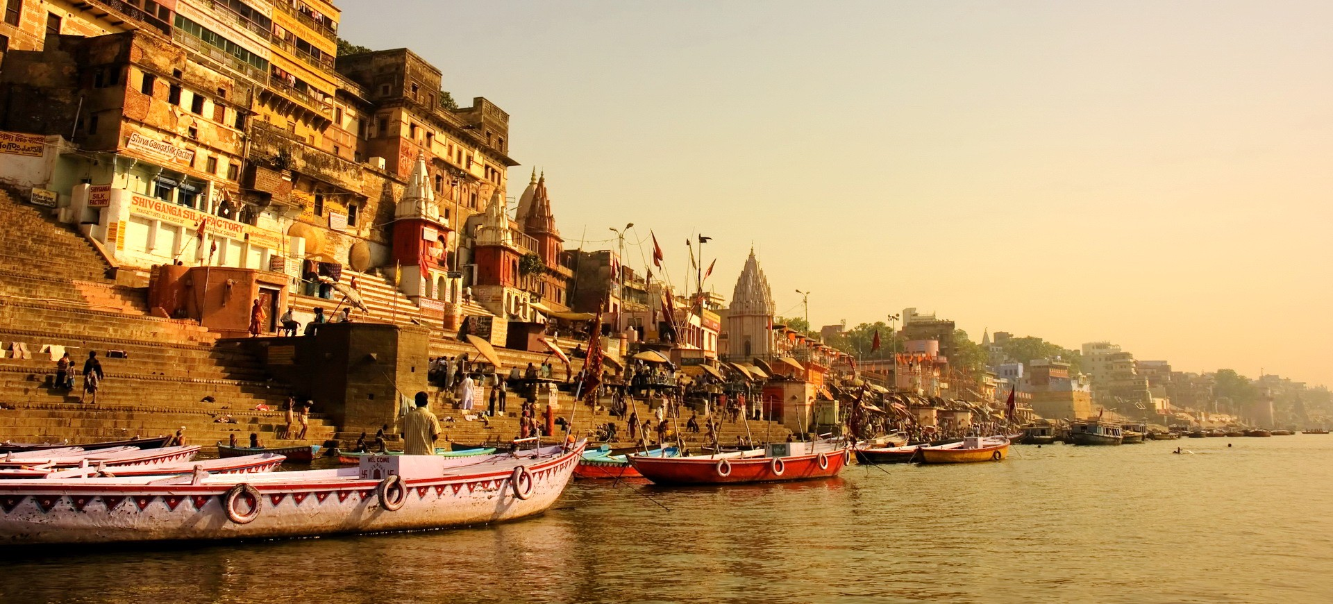 Ganges le fleuve sacré à Varanasi en Inde du nord