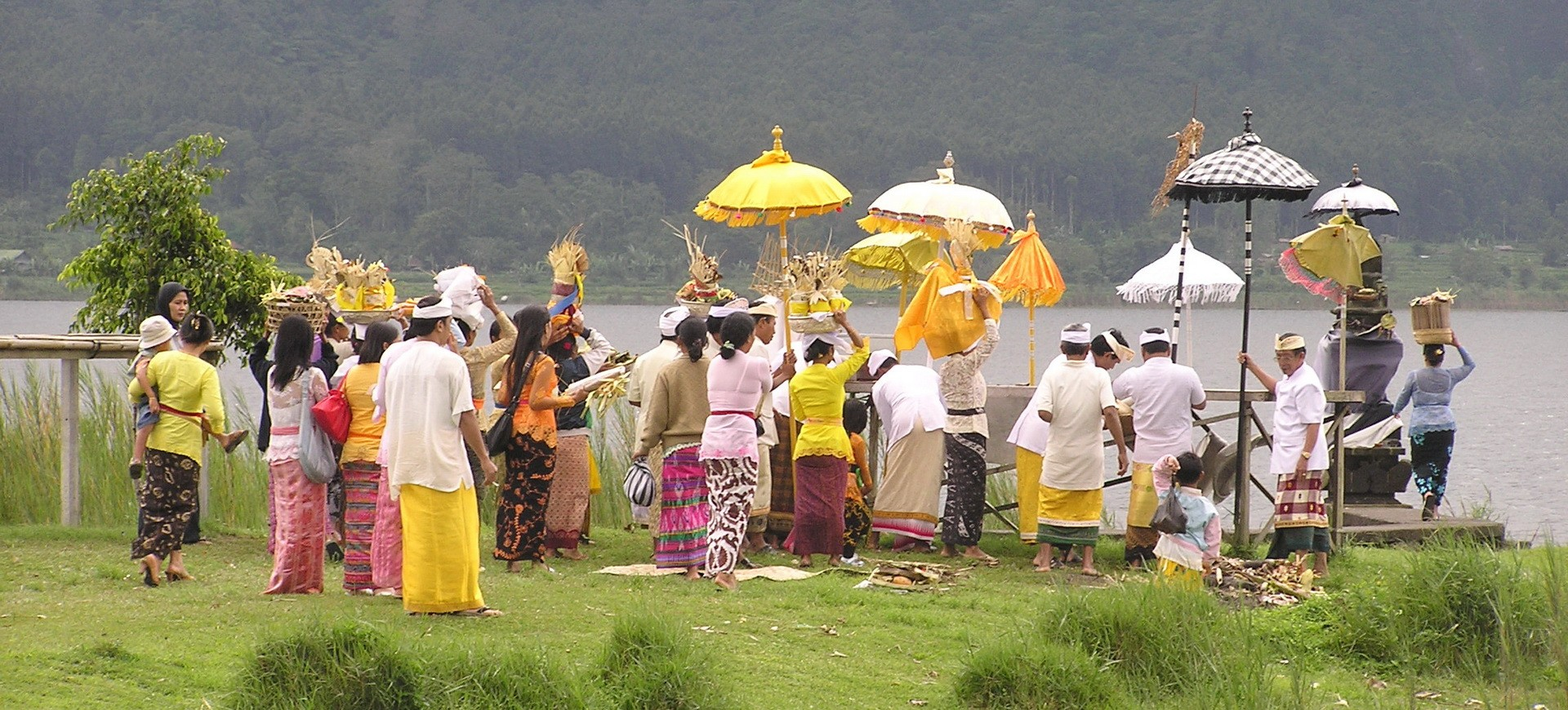 Cérémonie des Offerandes aux Dieux à Bali