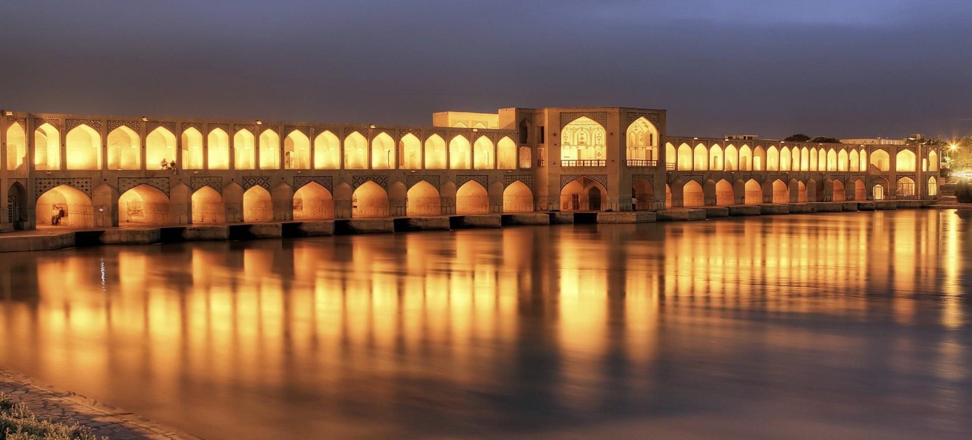 Pont Khajou by night à Ispahan