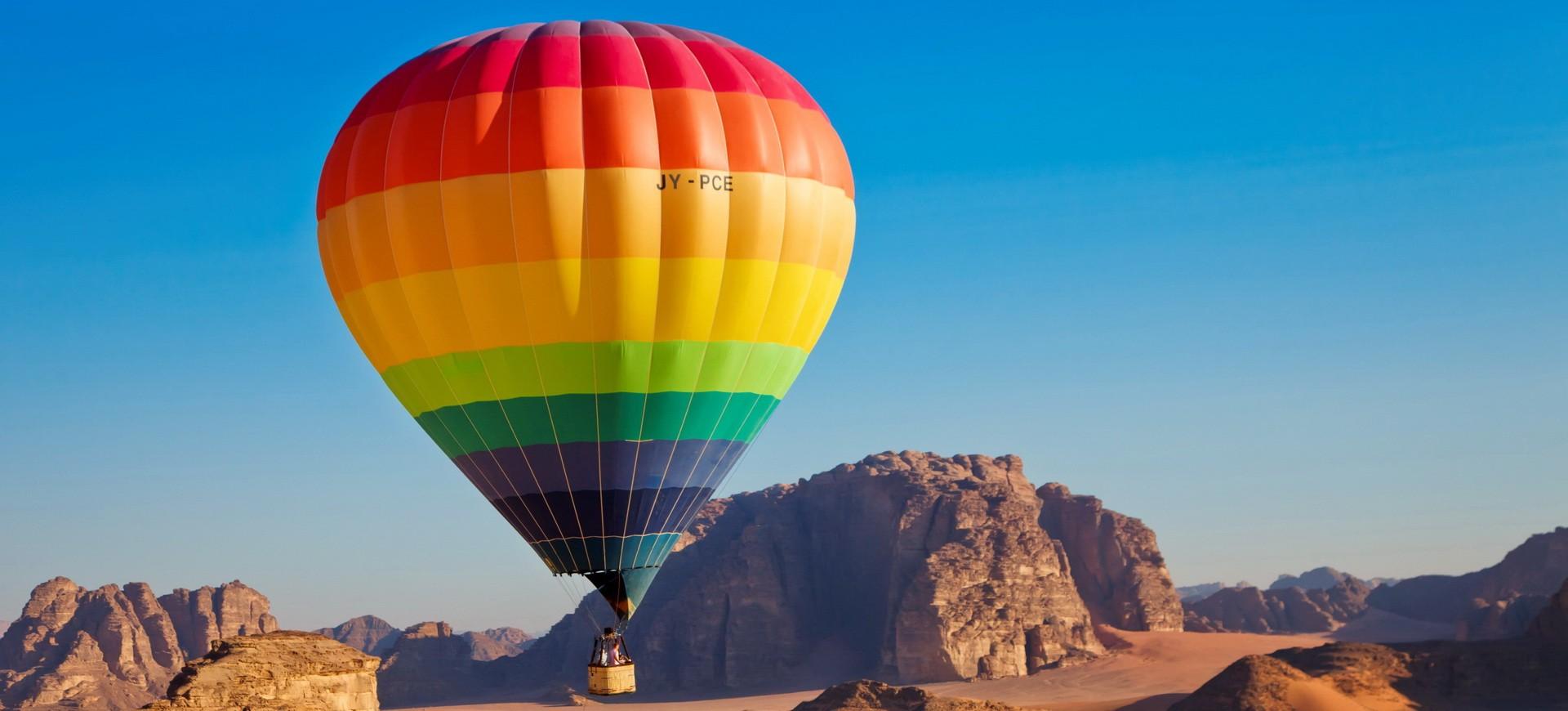 Montgolfière dans le désert de Wadi Rum