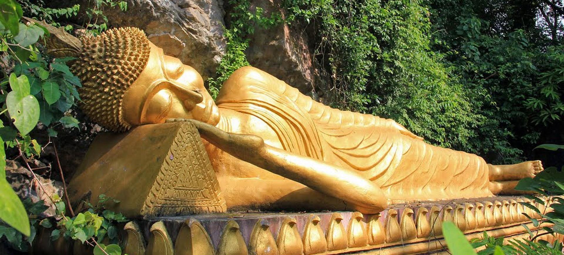 Bouddha Couché à Phopusi Luang Prabang au Laos