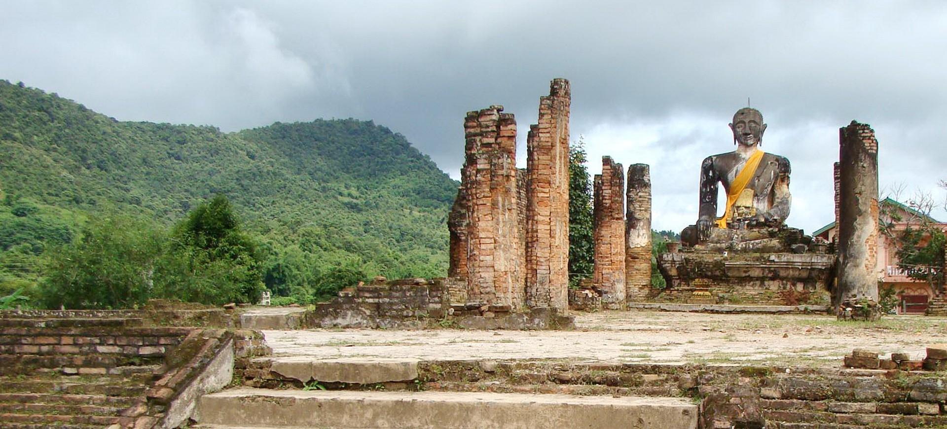 Laos Xiengkhuang Wat Phiawat