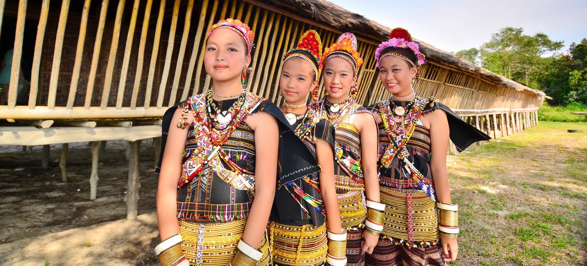 Malaisie Sabah Population locale et Maison Longues