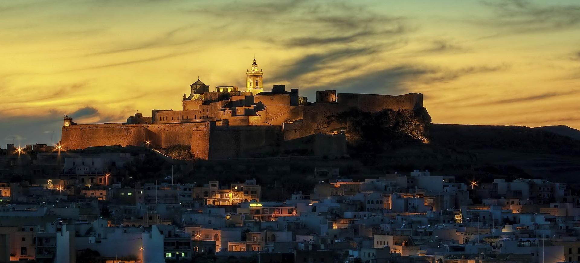 Malte Ile de Gozo Citadelle by night by Clive Vella