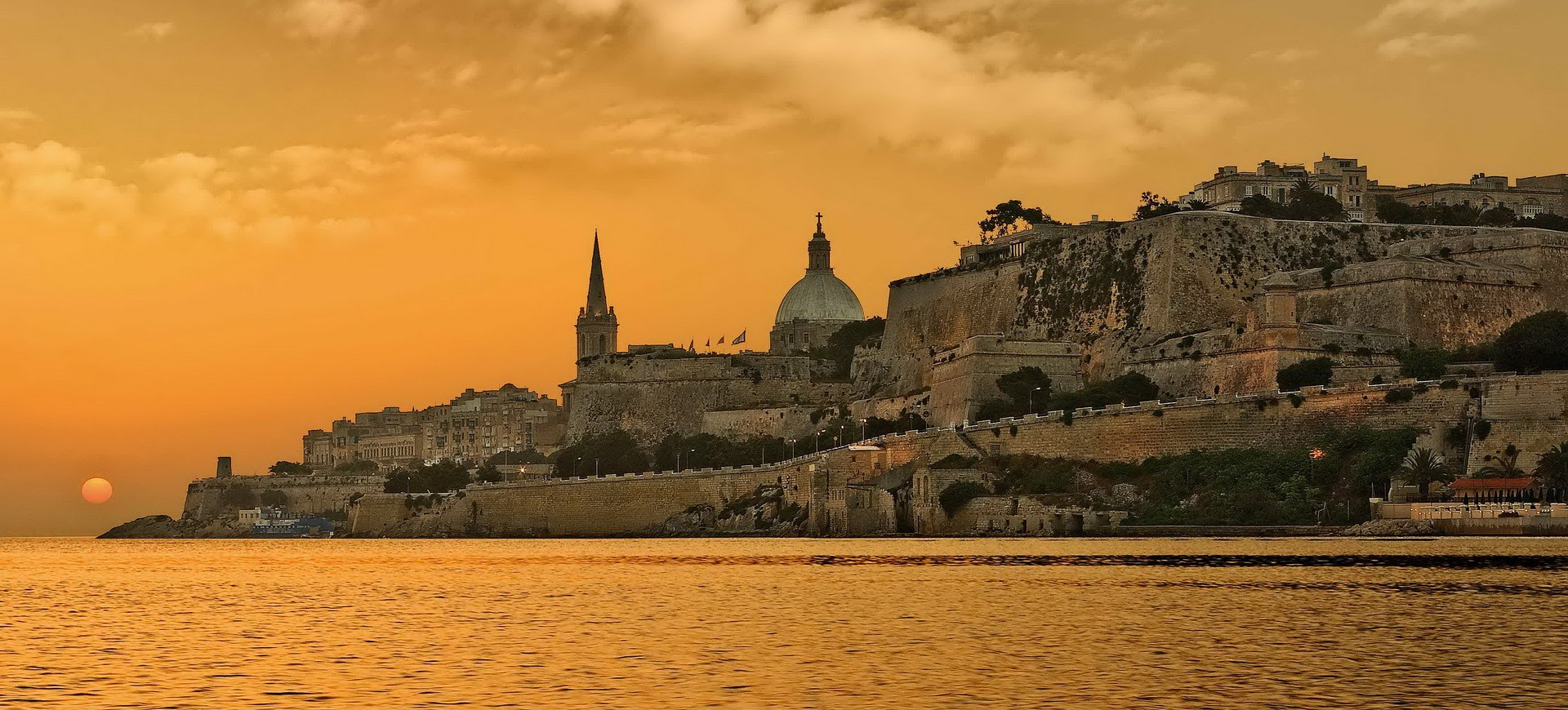Malte La Valletta Fortifications by night