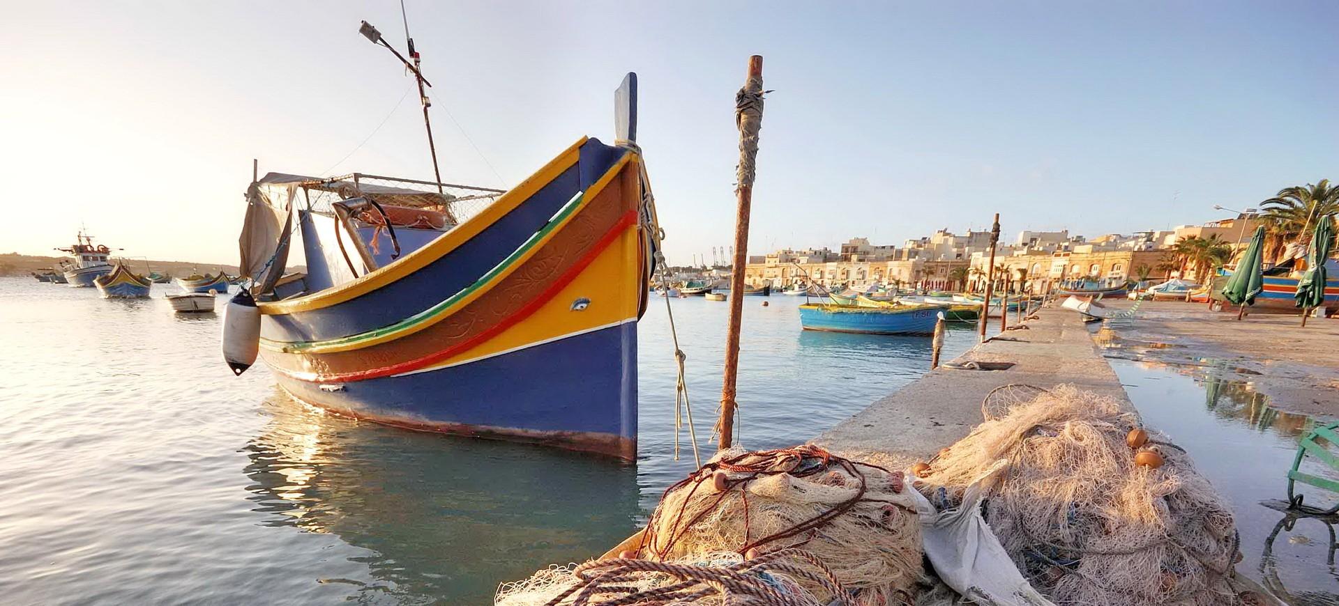 Malte La Vallette Bateau Traditional Luzzu dans le Port