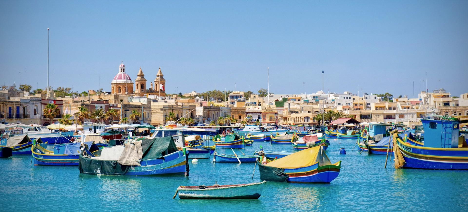 Malte La Vallette Les Bateaux traditionnels Maltaises Luzzu dans la Bai