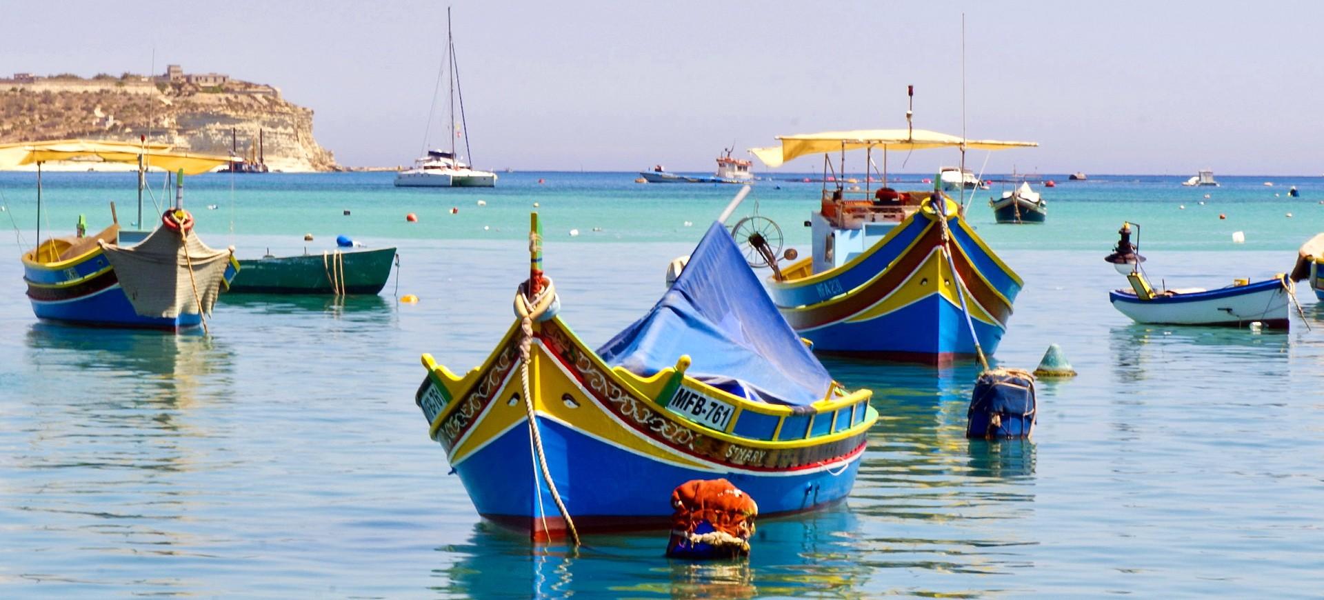 Malte La Vallette Les Bateaux traditionnels Maltaises Luzzu dans la Baie