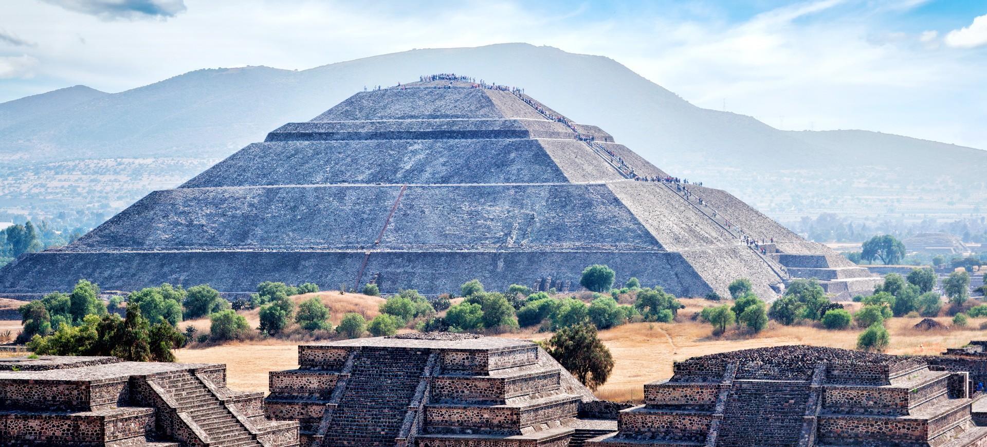 Pyramide Aztèque à Teotihuacan au Mexique