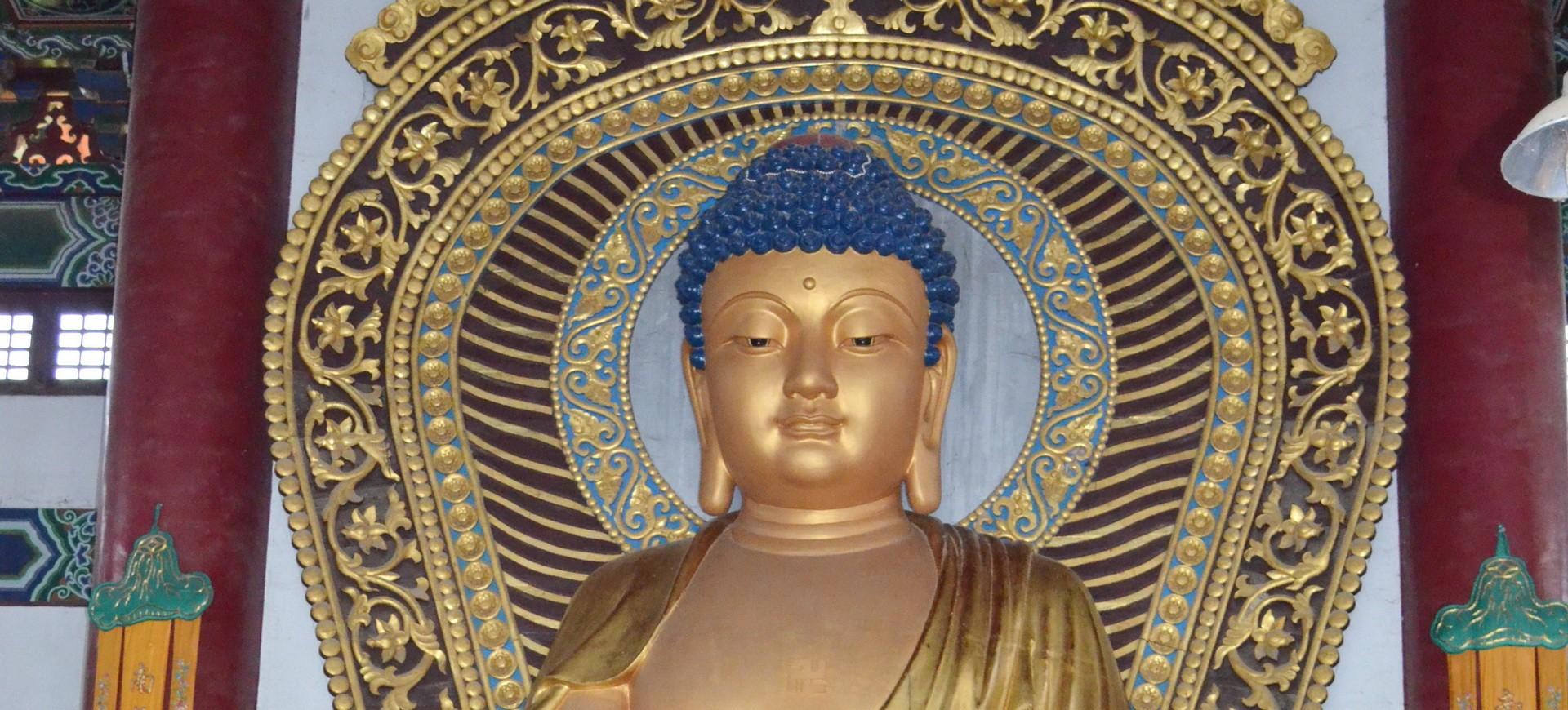Statue de Bouddha dans un Temple Bouddhiste à Lumbini