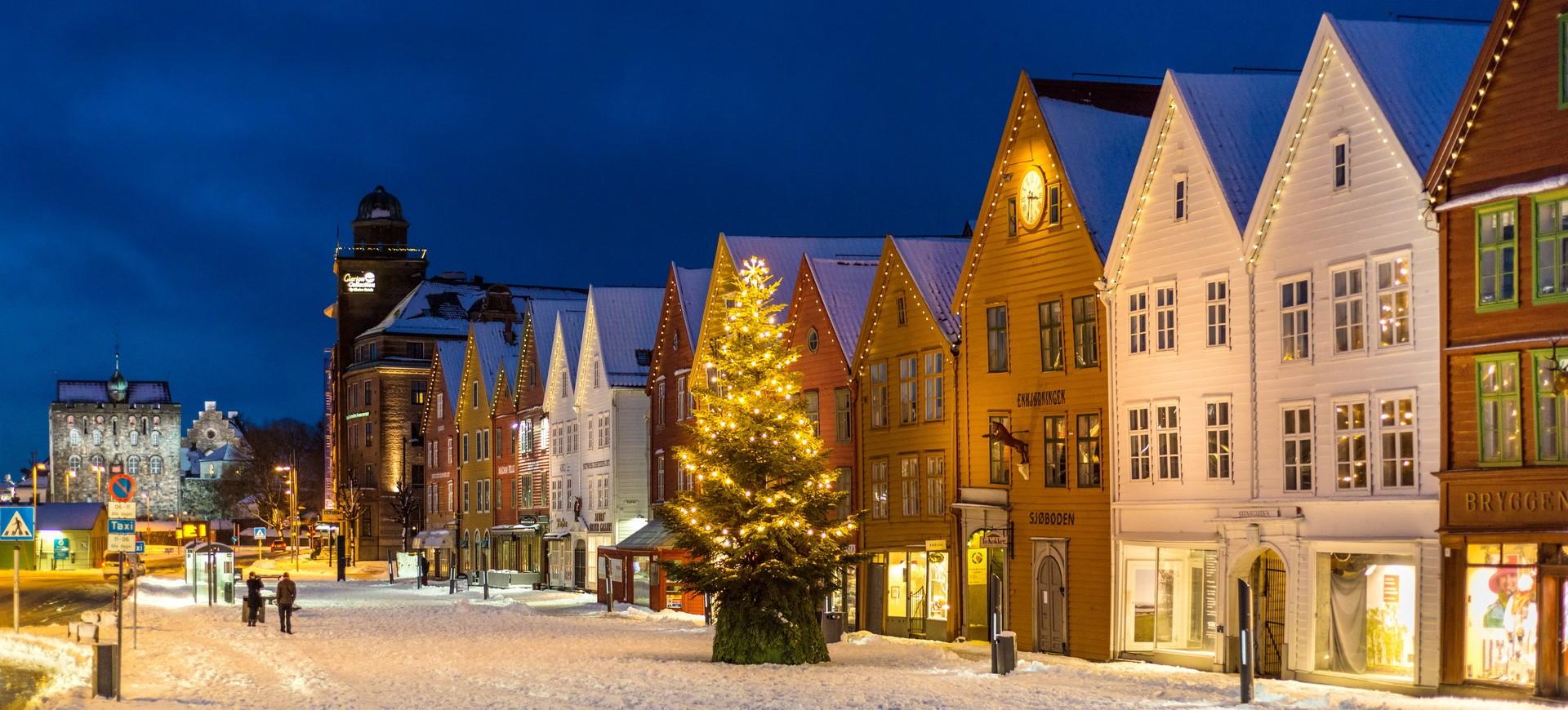 Une rue à Bergen by night en Norvège