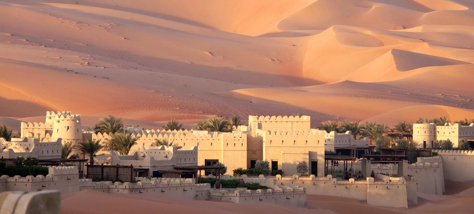 Maisons traditionnelles dans le désert de Wahiba à Oman