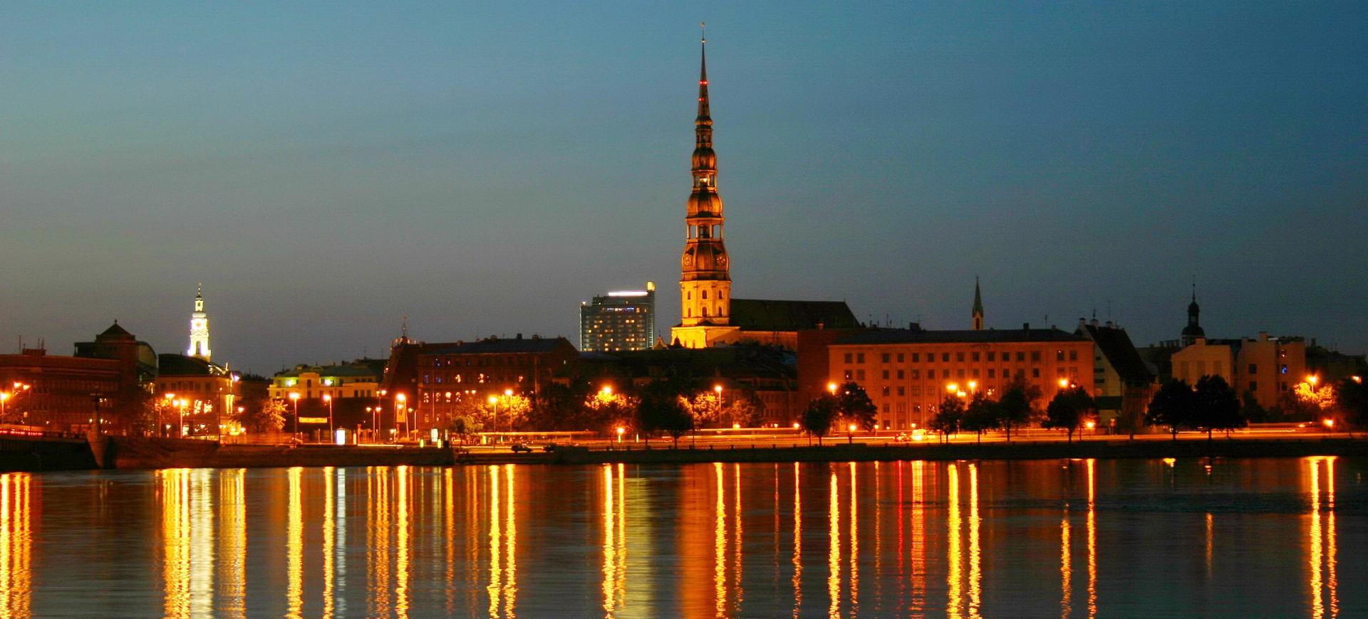 Riga by night en Lettoni aux Pays Baltes