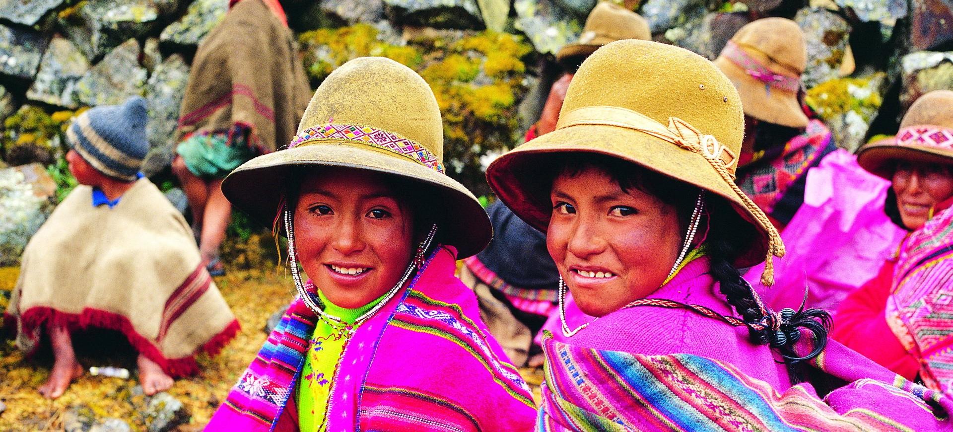 Les enfants en habilles traditionnels à Cuzco au Pérou