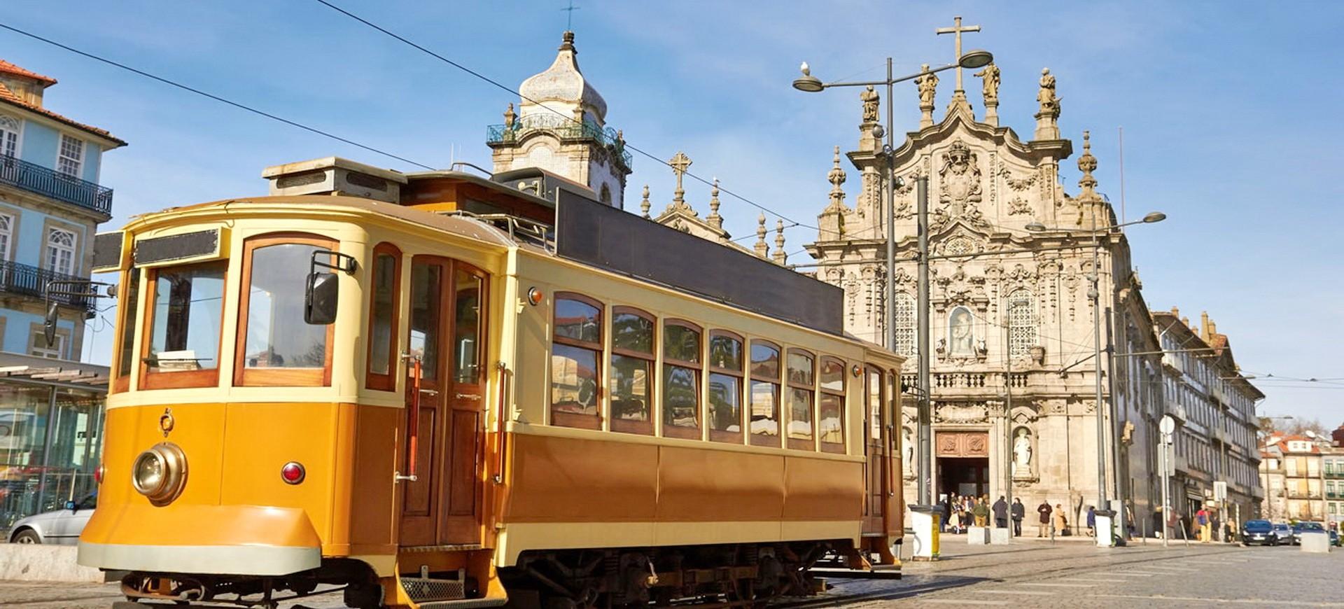 Portugal Porto Trame devant Eglise