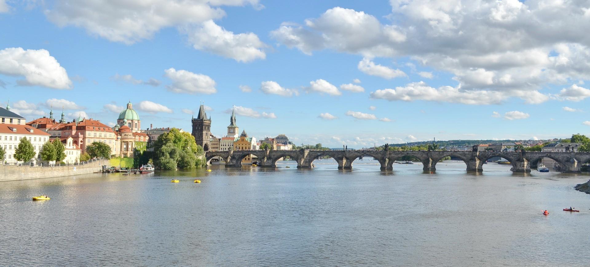 République Tchèque Prague Vieille ville Mala Strana et le Pont Charles by ZB