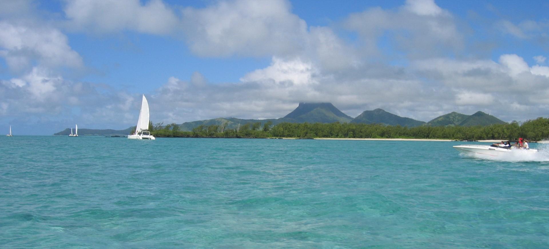 Plage Saint Gilles les Bains à I'île de la Réunion