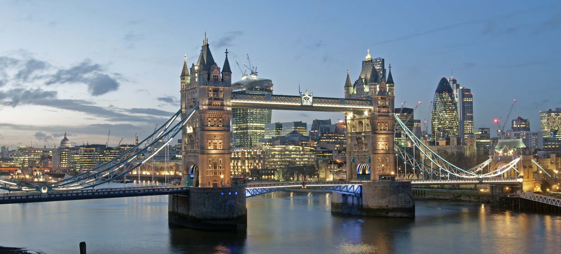 Royaume Uni Londres London Bridge by night