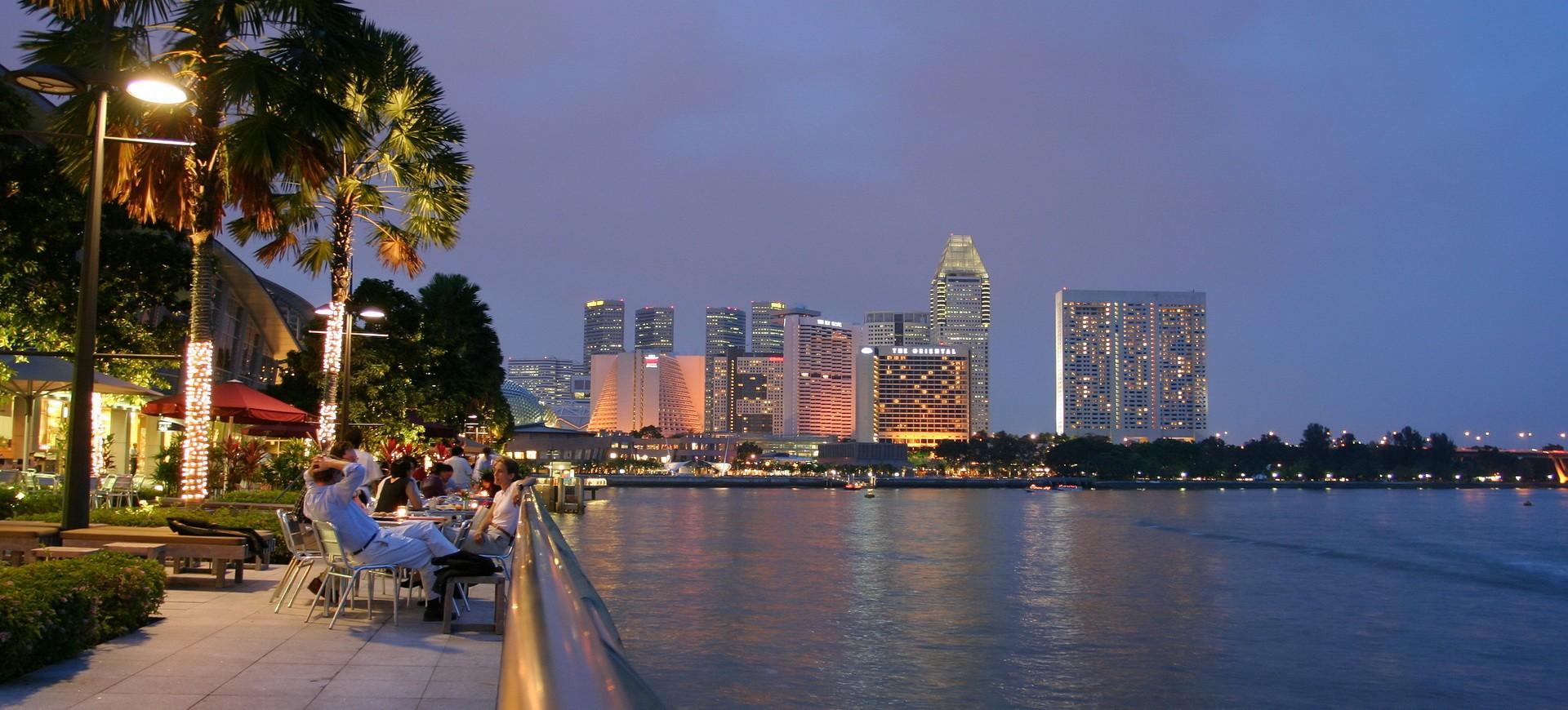 Baie de Singapour by night