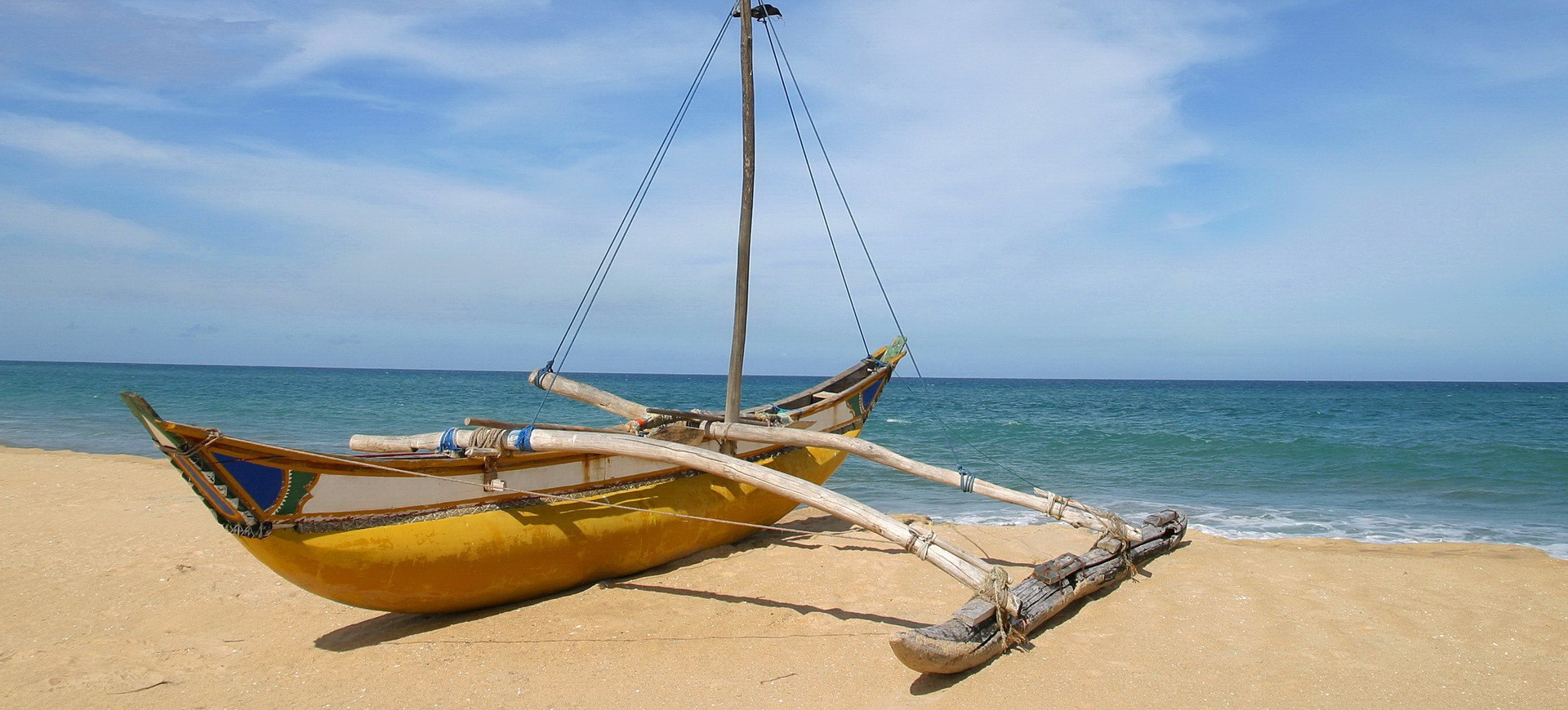 Sri Lanka Négombo Bateau de Pêcheur sur la Plage
