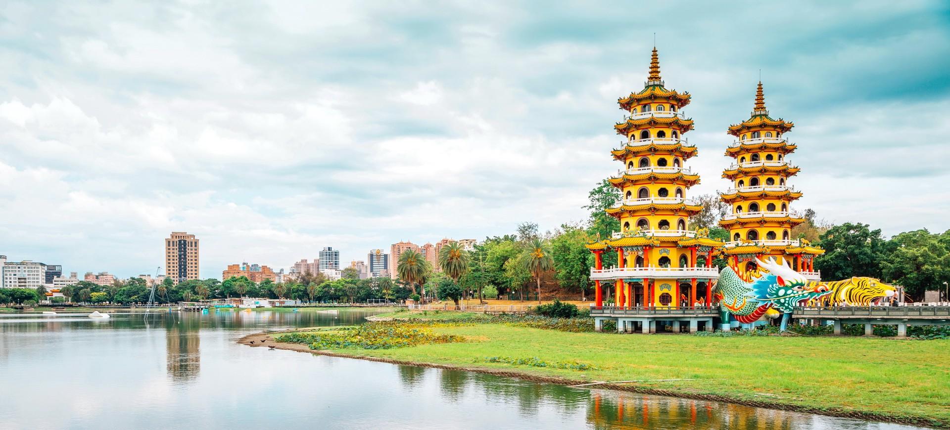 Tour de Dragon Tigre sur le lac Lotus à Kaohsiung