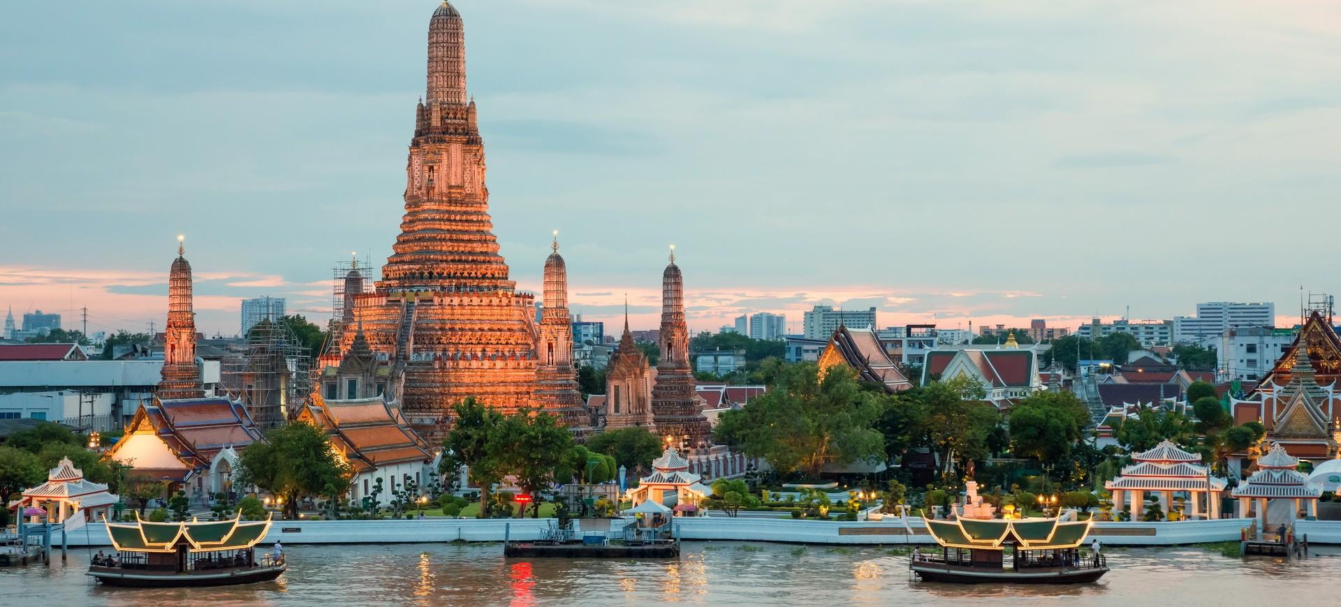 Wat Arun et croisière sur la rivière à Bangkok en Thailande