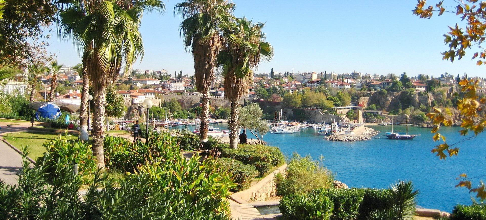 Le petit port au bord de la Mer Egée à Antalya en Turquie