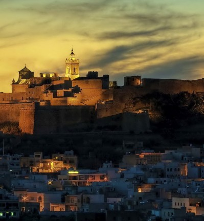 Malte Ile de Gozo Citadelle by night by Clive Vella