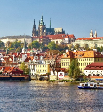 République Tchèque Prague vue panoramique sur Château de Prague depuis la rivière Vltava 002