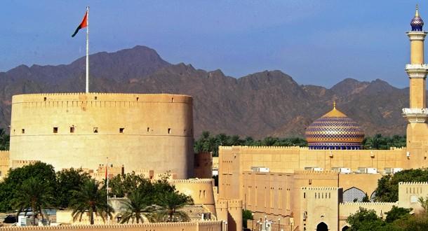 Nizwa, ancienne capitale et le berceau de la culture omanaise. Birkat Al Mouz et ses plantations de dattiers