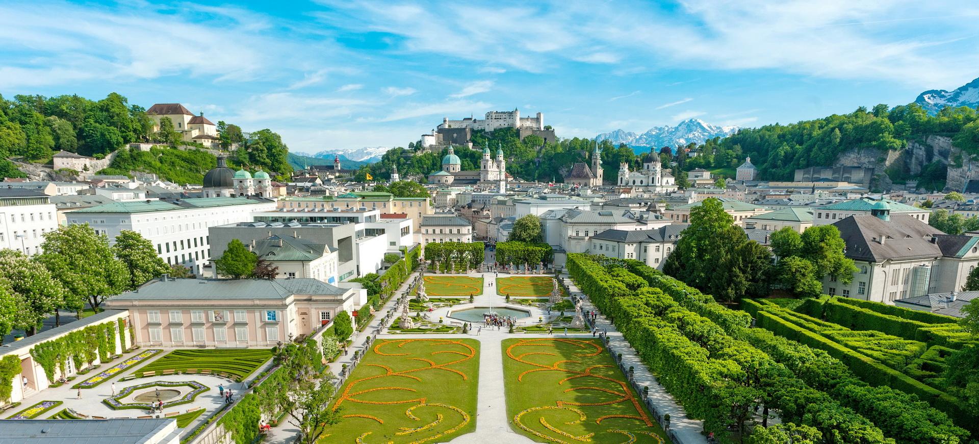Autriche Salzbourg depuis les jardins Mirabell jusqu'à la forteresse de Hohensalzburg par Guenter Breitegger